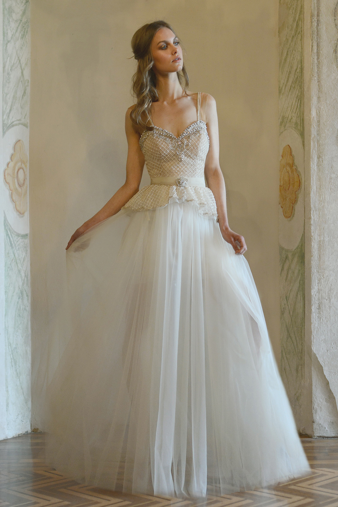 Reuma yoel the vine and horizon wedding dress for Wedding dresses in europe