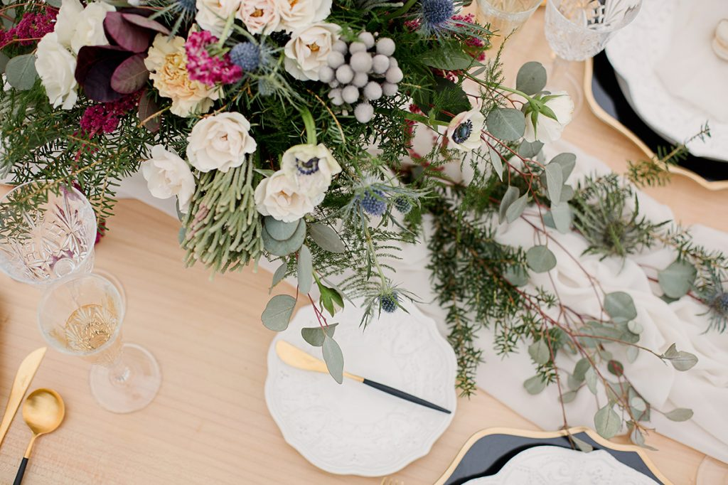 table setting floral centrepiece