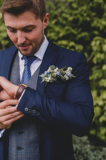 groom's attire details
