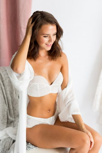 bridal lingerie by wonderbra with silk robe