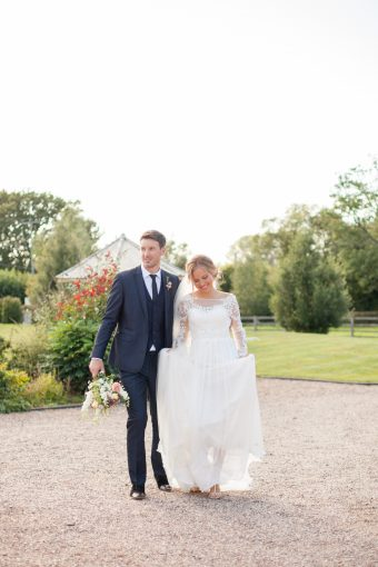 romantic countryside bride & groom portraits