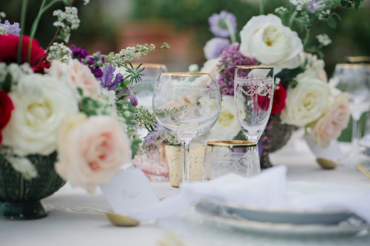 italian wedding table with gold glassware