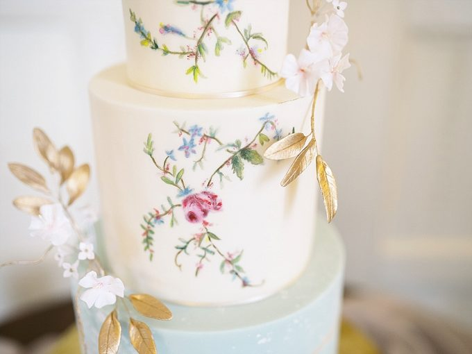 handpainted chinoiserie inspired wedding cake