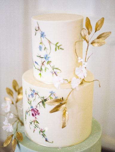 chinoiserie inspired wedding cake