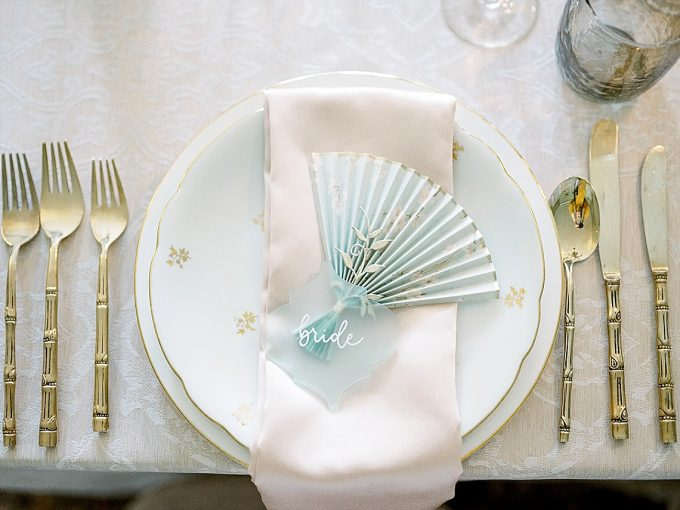 chinoiserie inspired wedding place setting with paper fan