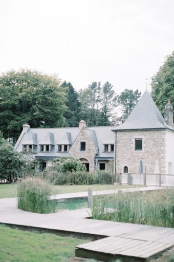 romantic outdoor brittany wedding ceremony at le manoir d'alexandre