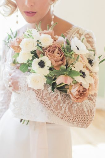 rose and anemones bouquet