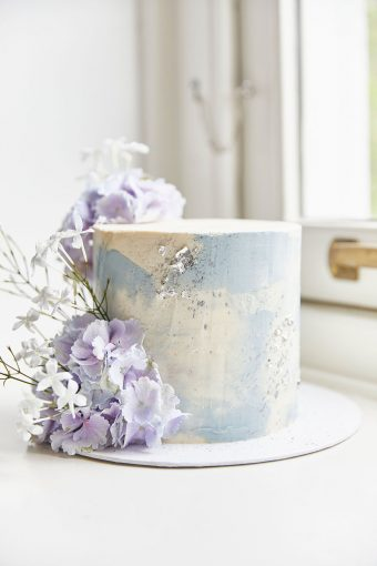 one-tiered dusty blue cake