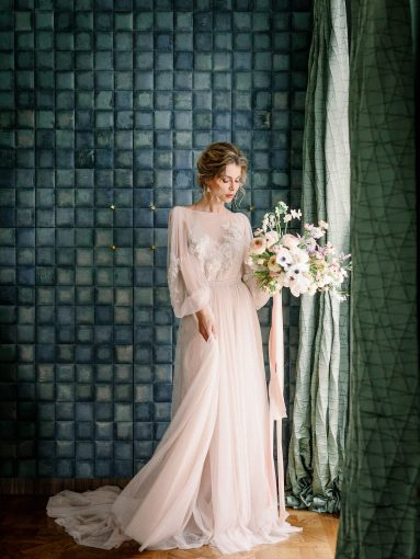 puffed sleeve wedding dress