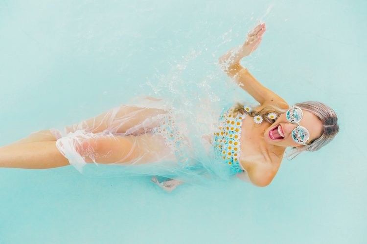 One Last Splash: Fun Bridal Shoot